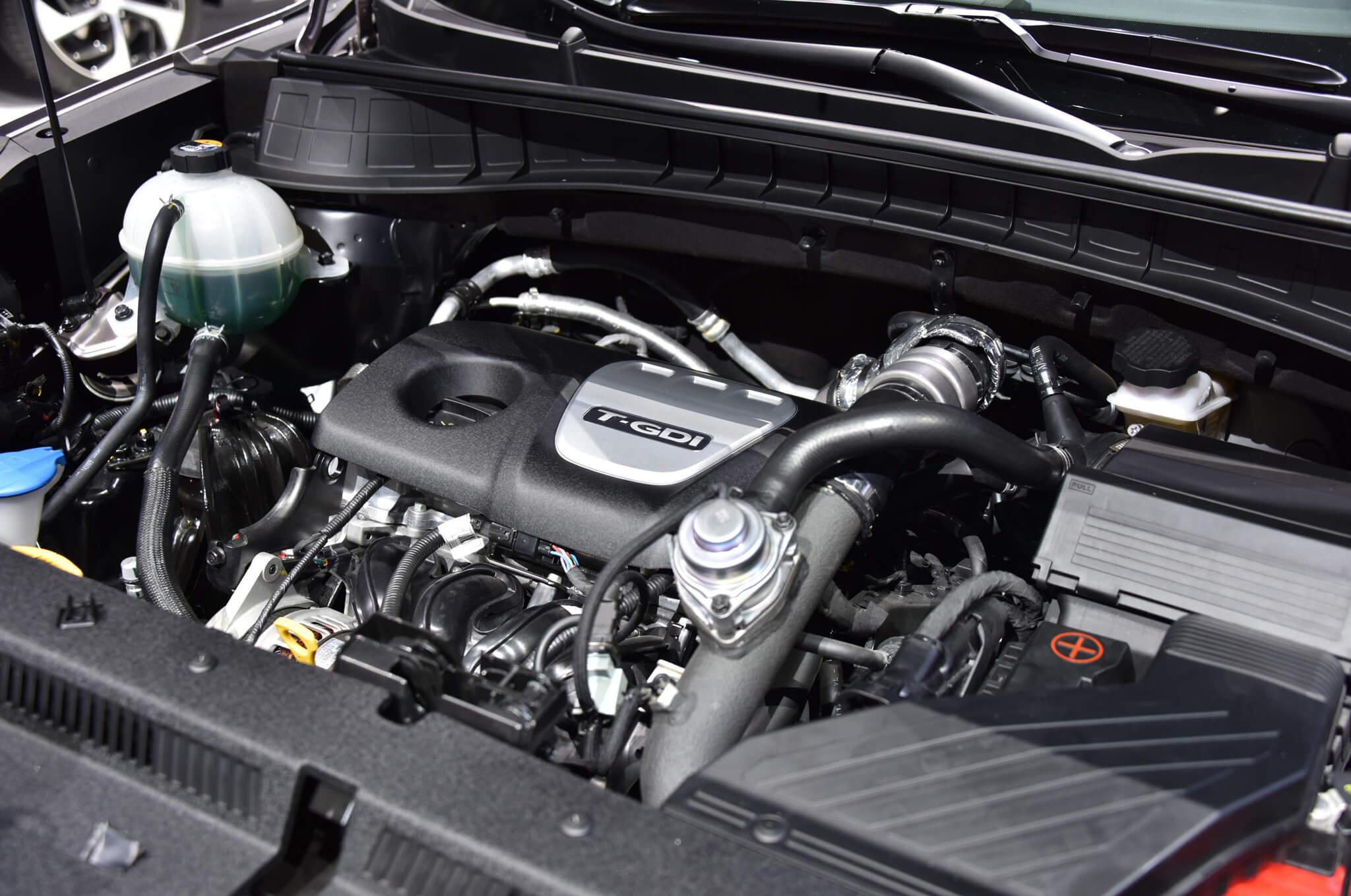 2016-Hyundai-Tucson-European-Spec-engine