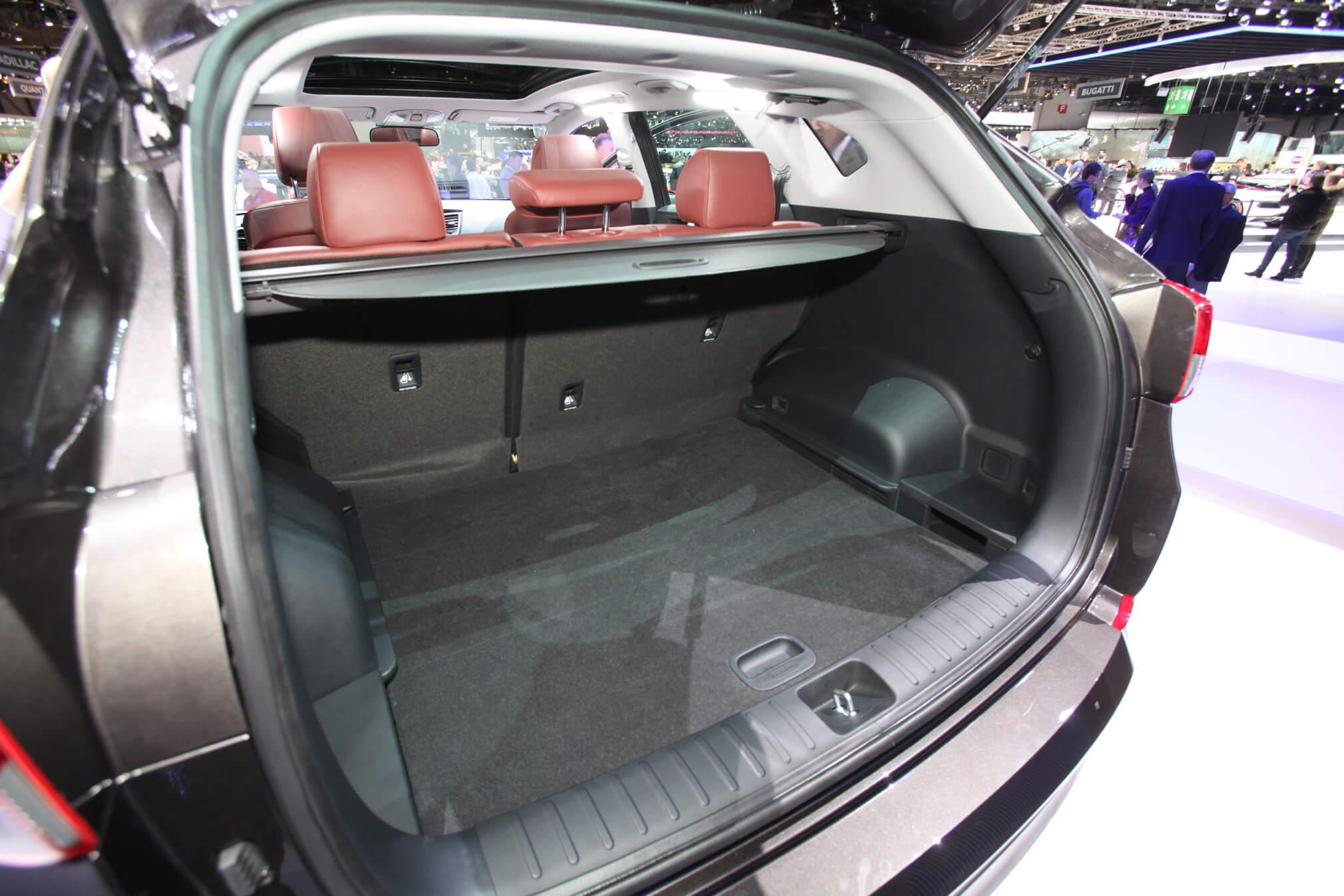 2016-Hyundai-Tucson-European-Spec-rear-cargo