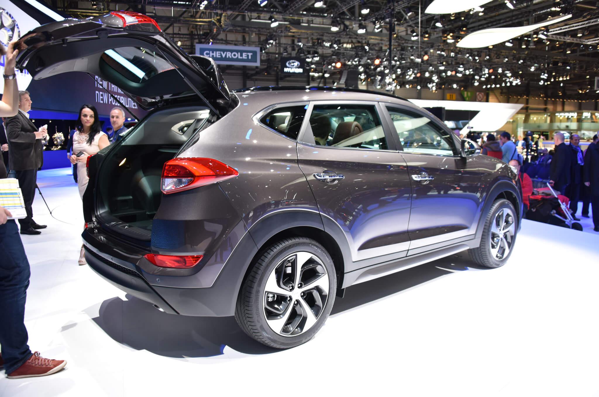 2016-Hyundai-Tucson-European-Spec-rear-three-quarter