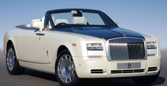 2015_Rolls-Royce_Phantom_Drophead_Coupe_2dr_Convertible_67L_12cyl_8A_5692798